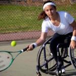jugadora de tenis con discapacidad motriz.