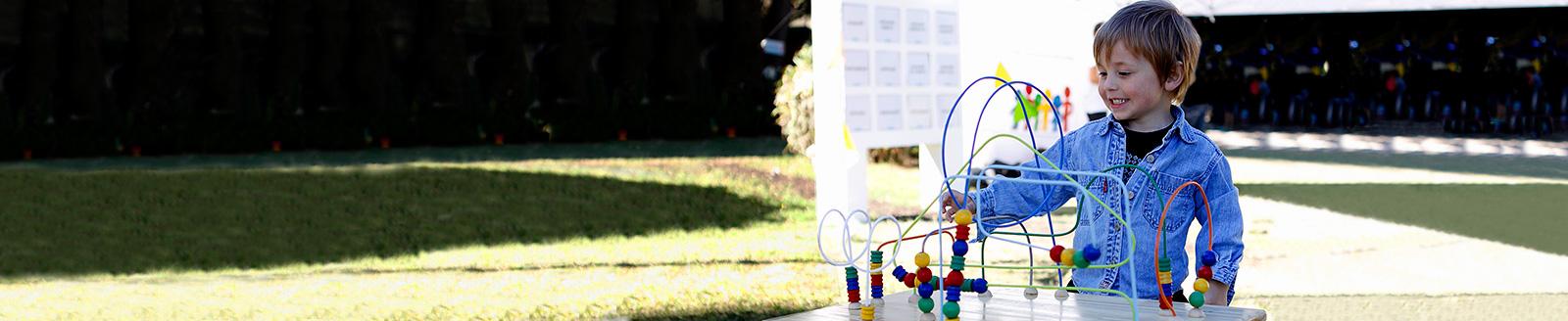 Niño jugando en el Espacio Unzué