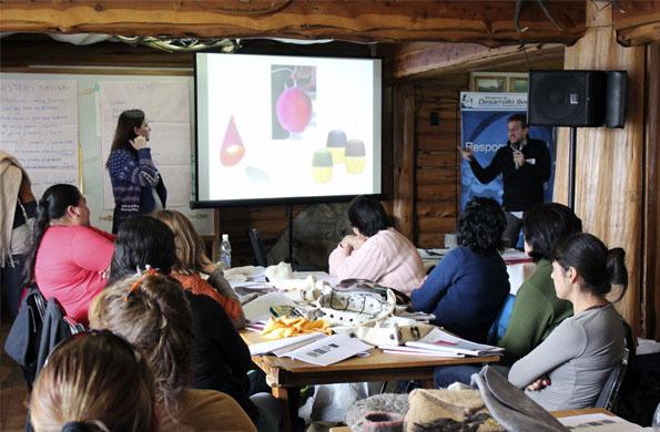 La iniciativa fomenta el trabajo colectivo, creativo, artesanal e innovador de personas con oficios.