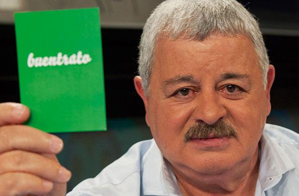 """""""Tití"""" Fernández no quiso dejar de sumarse a la camapaña por el buentrato."""