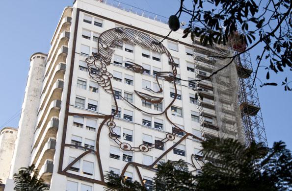 La imagen del mural fue diseñada por el artista plástico Eduardo Santoro (2011).
