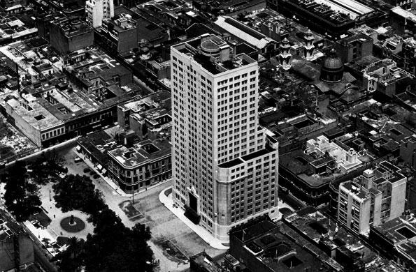Vista aérea del MOP, previa a la apertura de la Avenida 9 de Julio (1936).