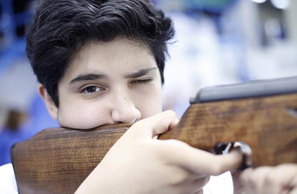 Ezequiel cuenta que practica tiro desde hace tres años. Fue su papá quien lo motivó a aprender.