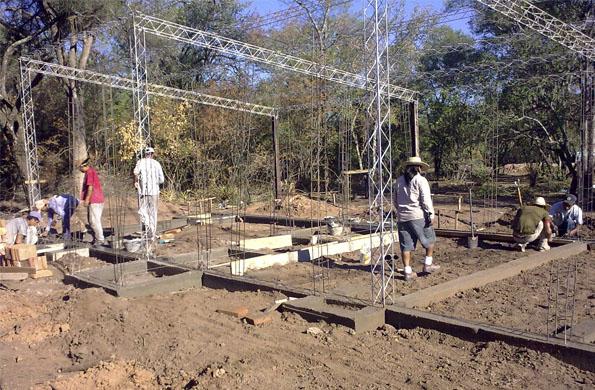 Los cooperativistas realizaron la instalación del tendido eléctrico y establecimiento de red de agua.
