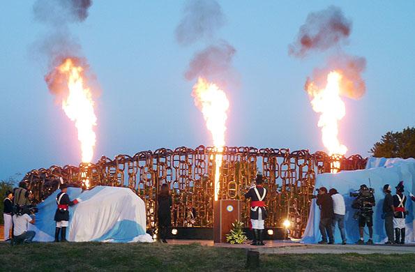 Monumento de la batalla de Vuelta de Obligado, en la inauguración el 20 de noviembre de 2011.