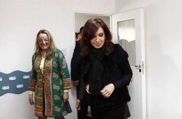 Cristina Kirchner y Alicia Kirchner recorriendo las instalaciones del CIC en El Calafate.