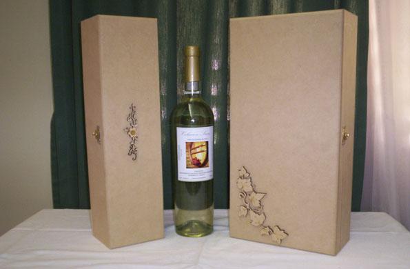 El proceso de elaboración artesanal comienza desde la selección de los racimos de uvas.