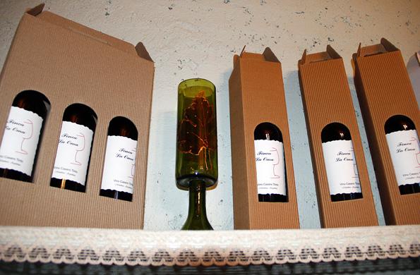 Se dedica a la elaboración de vinos caseros y productos vínicos.