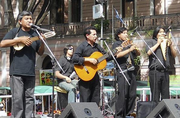 Tarpuy es un emprendimiento que difunde la cultura musical de los pueblos andinos.