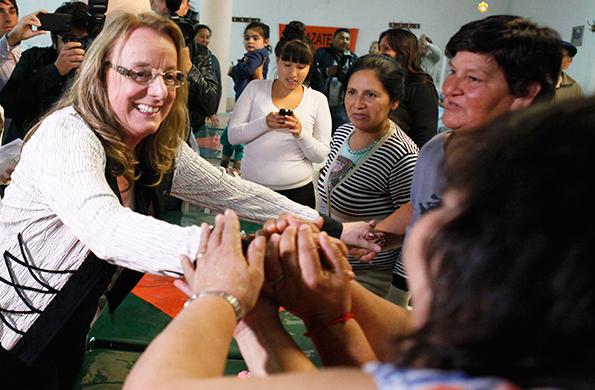La ministra Alicia Kirchner se comunicó por teleconferencia con la provincia de Nuequén.