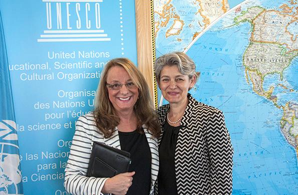 Alicia Kirchner junto a la Directora General de la UNESCO, Irina Bokova.