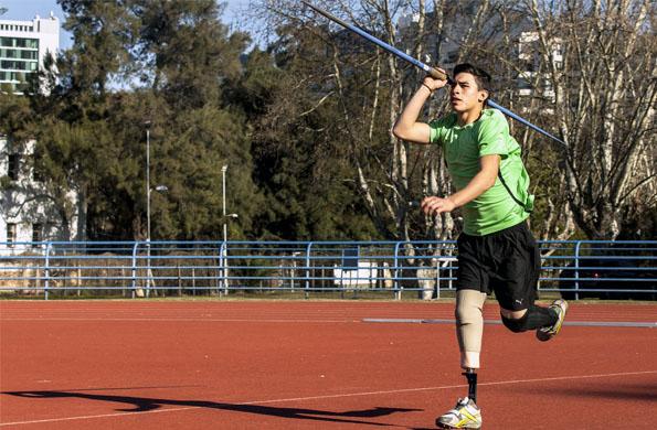 Sueña conocer el mundo con el deporte, a través de la jabalina.