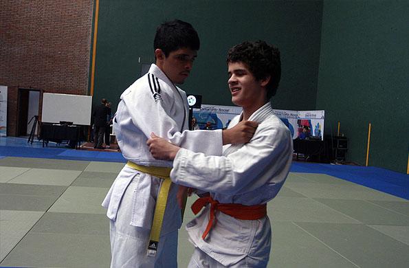 Eduardo practica judo desde los 12 años.