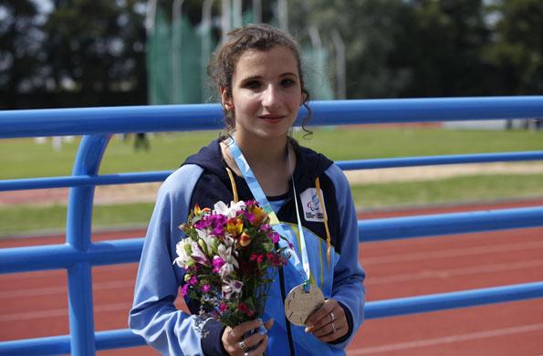 Milagros tiene 15 años y obtuvo la medalla de plata en carrera de 200 metros.