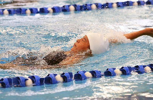 Laydis en uno de los entrenamientos en el natatorio del CeNARD.
