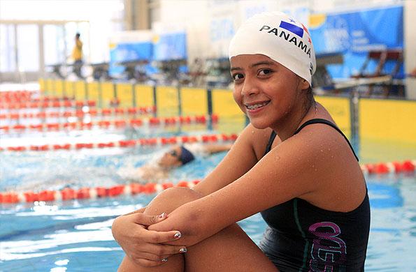 Laydis Vega en el natatorio Janette Campbell de la sede CeNARD.