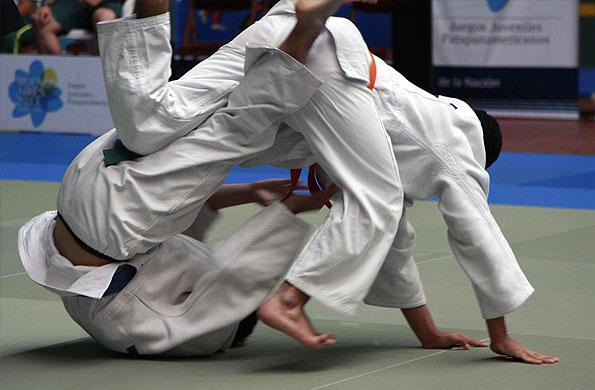 Maximiliano en plena competición de judo.