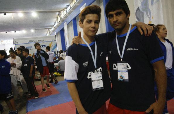 Joaquín junto a su entrenador.