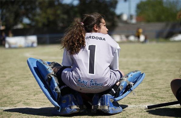 Camila Almada observa a otros equipos para aprender y sumar experiencias.