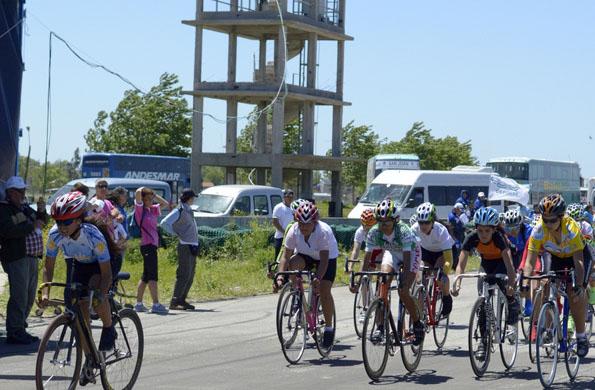 Jornada ciclística en el Autódromo de Mar del Plata.