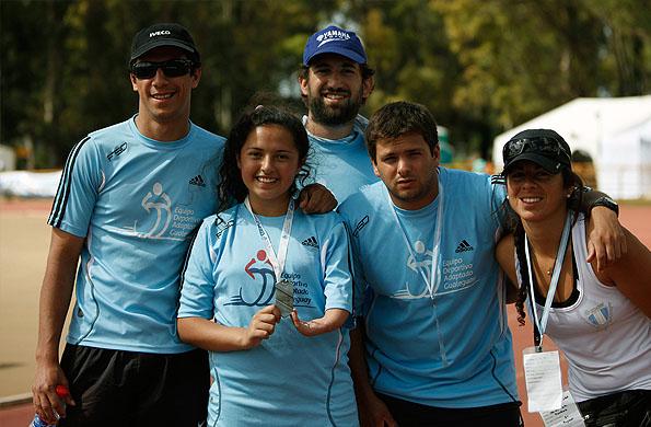 Fátima también ganó una medalla de plata en atletismo.
