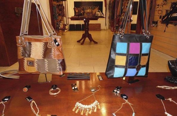 Eliezer cueros fabrica productos de marroquinería. PrevNext