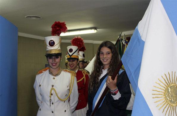 La atleta cordobesa, Josefina Simes, fue abanderada en la ceremonia inaugural de los Juegos.