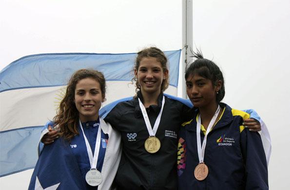 El podio del salto en alto, Yaritza Barraza (plata), Josefina Simes (oro) y Karla Tito (bronce)
