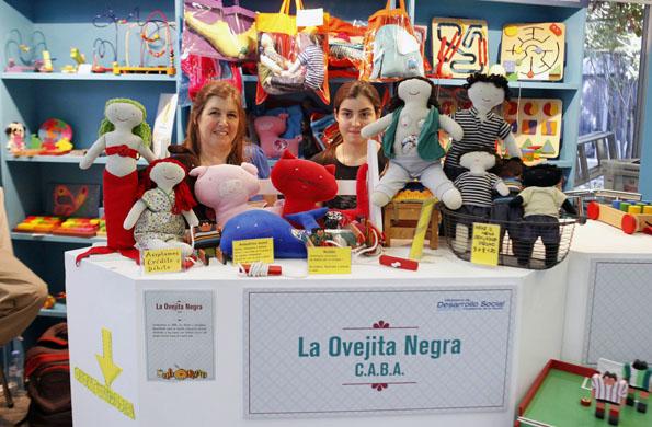 El emprendimiento la Ovejita Negra tiene su stand en la 5ta Feria Navideña.