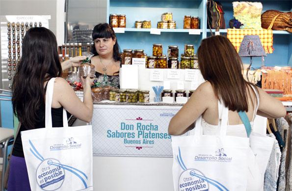 Más de 20 mil personas asistieron a la 5ta Feria Navideña donde Don Rocha tiene su espacio.