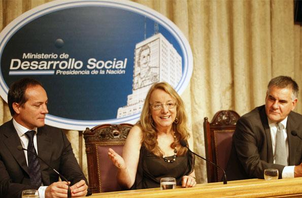 Alicia Kirchner junto al secretario de Deporte de la Nación, Carlos Espínola y Carlos Castagneto.