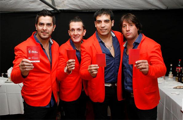 El grupo musical Trulalá también sacó tarjeta roja al maltratador.
