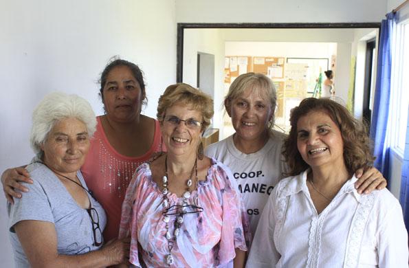 """A través de """"La experiencia Cuenta, las personas mayores le enseñan oficios a los jóvenes."""