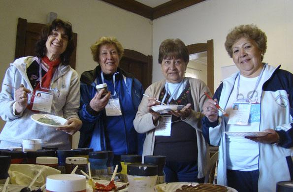 """A través del programa """"Bien Activos"""", los adultos mayores también realizan actividades culturales."""