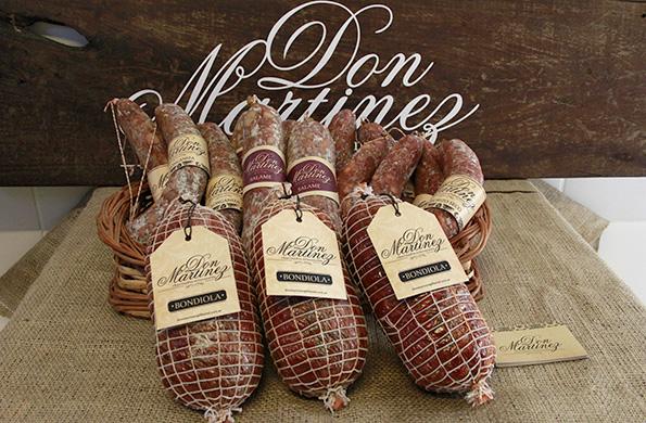 Don Martínez produce chacinados artesanales, bondiolas, salames, chorizos.