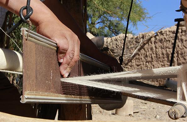 El trabajo de las familias artesanas se comercializan en las Ferias Permanentes.