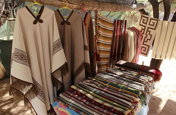 Productos artesanales que se comercializan en la Feria Permanente de Seclantás en Salta.