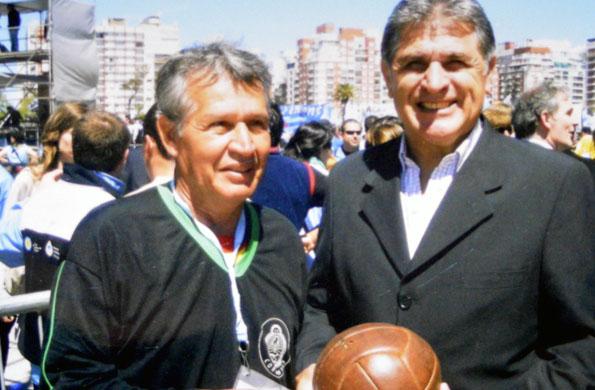 Julio Ayala junto al Pato Fillol.