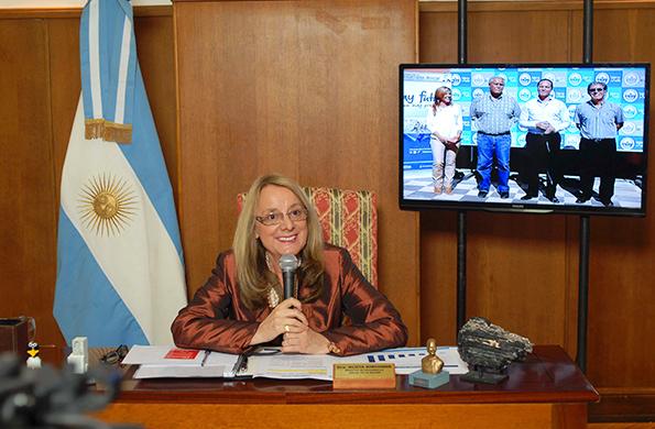 Alicia Kirchner se comunicó mediante videoconferencia con la provincia de Corrientes.