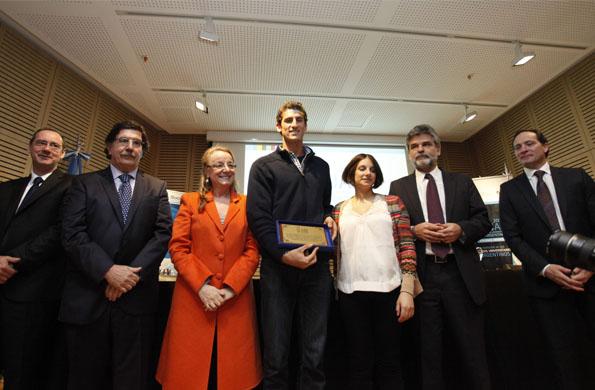 Durante el acto se hizo entrega de una plaqueta de agradecimiento a deportistas notables.