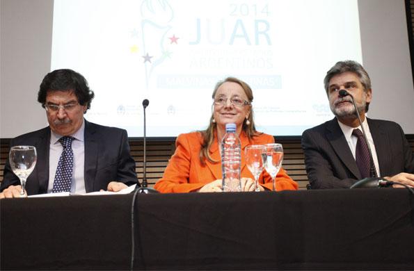 La ministra Alicia Kirchner junto a su par de educación Alberto Sileoni en la Ex ESMA.