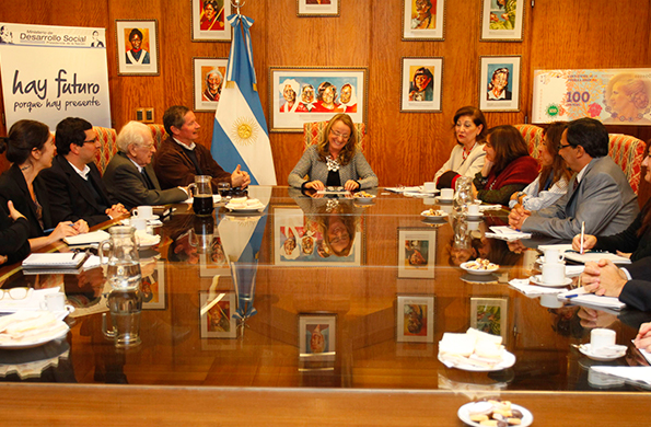 Alicia Kirchner junto al Comité Nacional del Programa Most-UNESCO.
