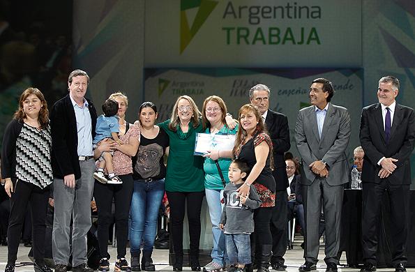 Alicia Kirchner, participó hoy en Tecnópolis de la entrega de certificados de capacitaciones.