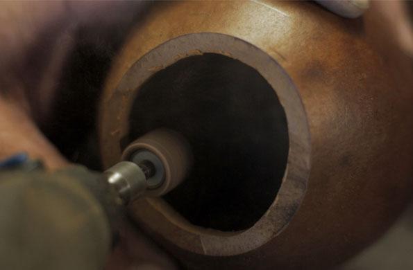 Una vez salidos del horno, comienza el proceso de tallado.