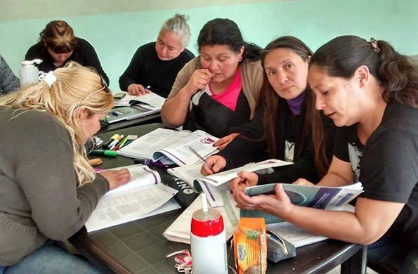 Actualmente 33 mil mujeres terminan sus estudios y se capacitan en oficios.