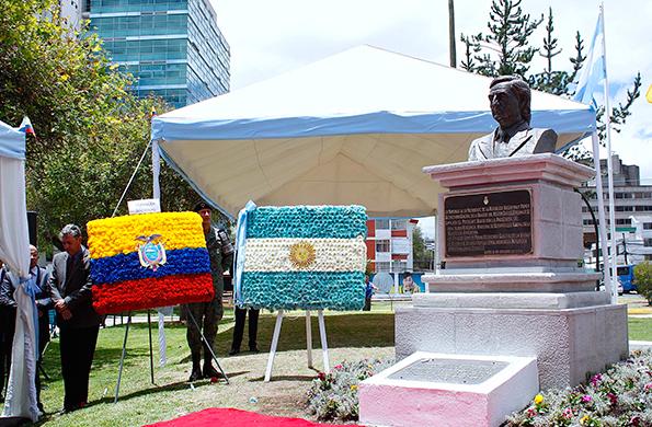 Durante la actividad se emplazó un busto de homenaje a Néstor Kirchner.