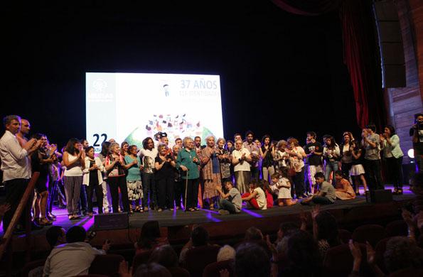 """Celebración del """"Día Nacional del derecho a la identidad"""" en el Teatro Argentino de la Plata."""