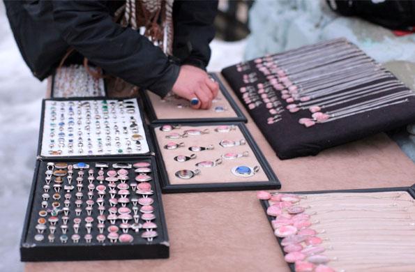 Para la producción de estas artesanías, los emprendedores utilizan piedras semipreciosas.