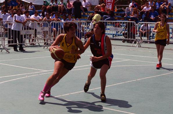 La joven deportista comenzó a jugar al básquetbol cuando tenía seis años.