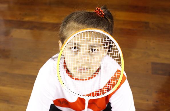 Paloma tiene 12 años, practica bádminton desde hace 10 meses.